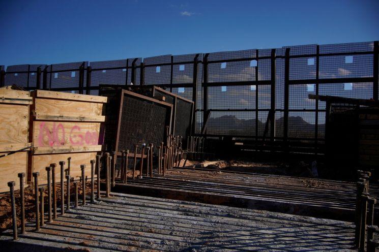 바이든 행정명령에 한산한 멕시코 국경장벽 건설 현장 (선랜드파크.로이터=연합) [이미지출처=연합뉴스]