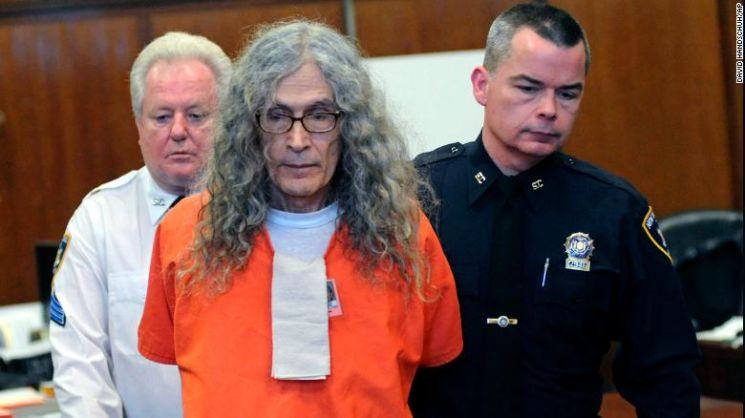 로드니 제임스 알칼라(77)가 2010년 5건의 캘리포니아 살인사건으로 유죄판결을 받은 뒤 1970년대 뉴욕에서 2명의 여성을 살해한 혐의를 인정했다. [사진=CNN]