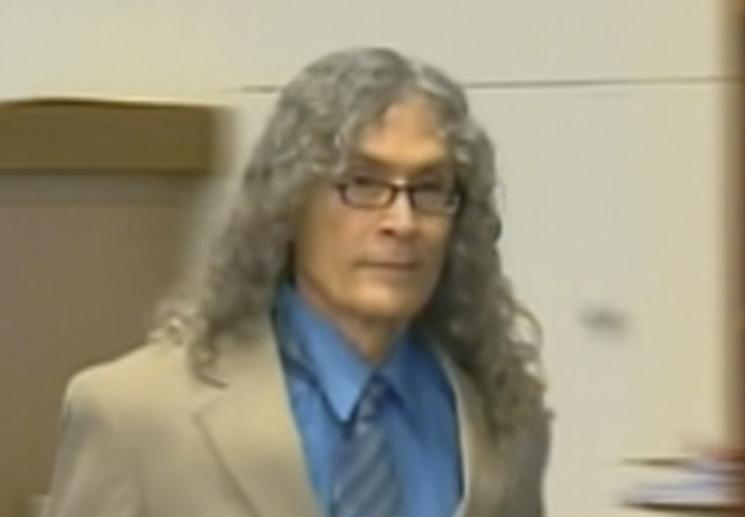 젊은 여성들을 잇따라 살해해 사형을 선고받은 미국의 연쇄살인범 로드니 제임스 알칼라(77)가 옥중에서 숨졌다. [사진=CNN]