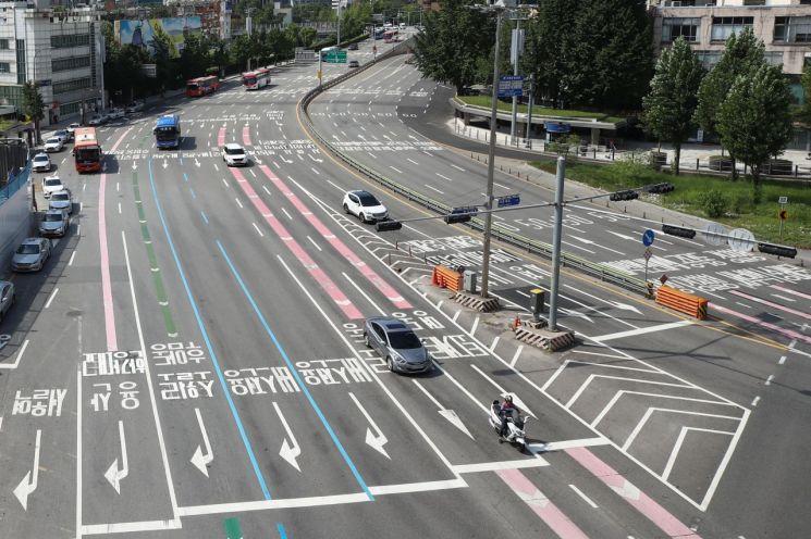 25일 오후 서울 중구 태평로 일대 도로가 한산한 모습을 보이고 있다. / 사진=연합뉴스