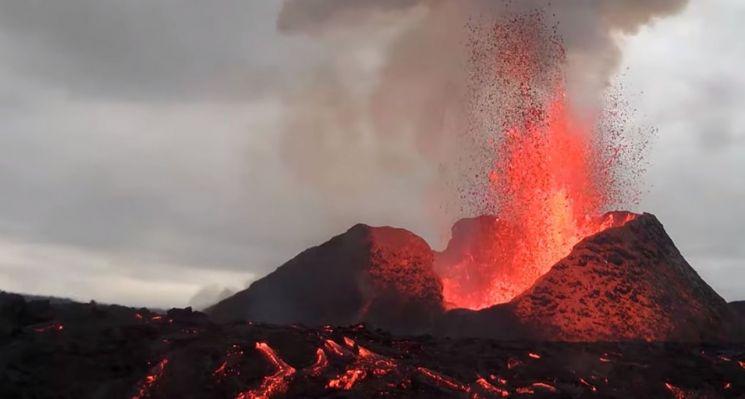 한화테크윈 CCTV로 촬영한 아이슬란드 레이캬비크 화산 분출 장면(사진제공=한화테크윈)