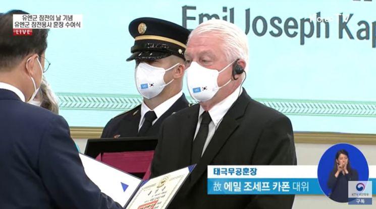 """文대통령 """"유엔 참전용사 숭고한 희생과 헌신, 대한민국 긍지"""""""