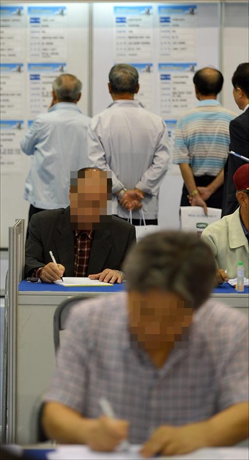 더 일하고 싶은 노인 '천만명' 시대…코로나에도 고용률 0.7%p 개선