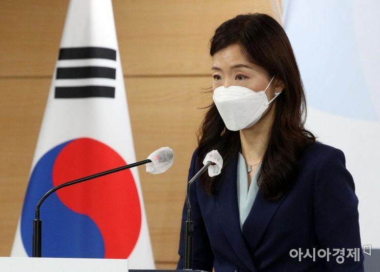 이종주 통일부 대변인이 27일 서울 종로구 정부서울청사에서 남북간 연락채널 복원 관련 브리핑을 하고 있다./김현민 기자 kimhyun81@