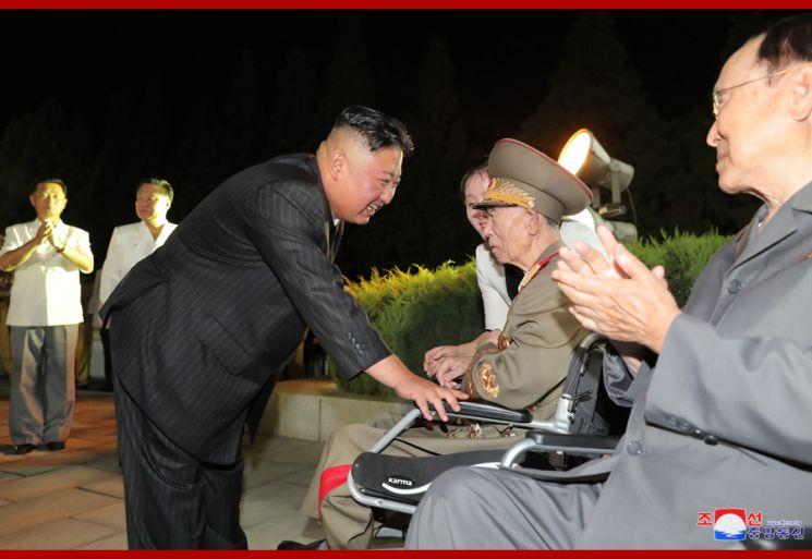 전국노병대회 참석한 김정은…'핵 억제력' 언급 없었다(종합)