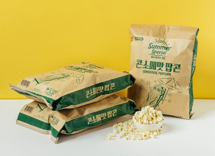 CU가 오는 29일 인간사료 콘셉트로 만든 대용량 '콘소메맛 포대팝콘'을 출시한다.