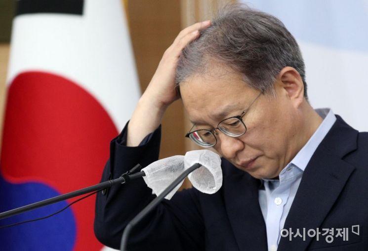 [포토] 상반기 벤처투자동향 브리핑 나선 권칠승 장관