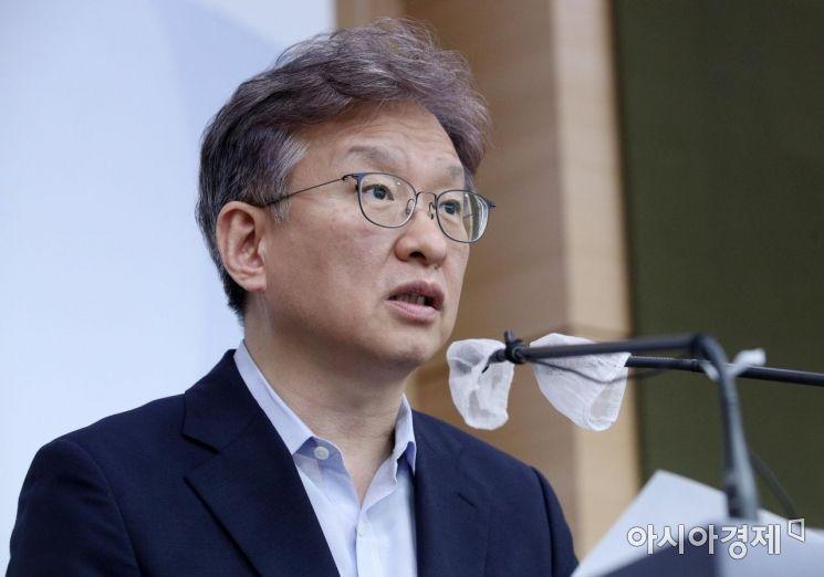 [포토] 상반기 벤처투자동향 브리핑하는 권칠승 장관