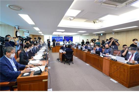 서울시의회, SH공사 김현아 사장 후보자 '부적격' 의결...오세훈과 갈등 계기되나?