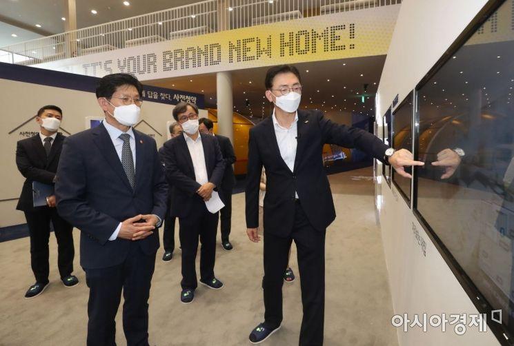 [포토]3기 신도시 사전청약 접수현장 방문한 노형욱 국토교통부 장관