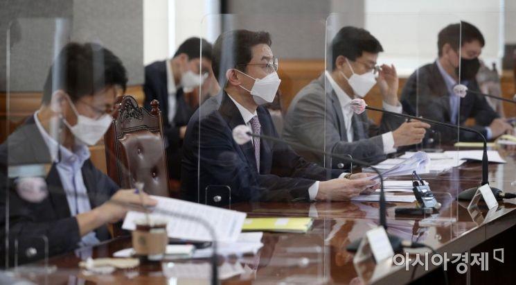 [포토] 거시경제 금융회의 발언하는 이억원 차관