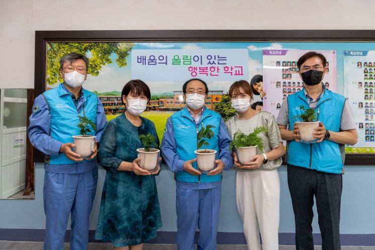 기업시민 프렌즈, '미세먼지 없는 교실숲' 조성에 나서