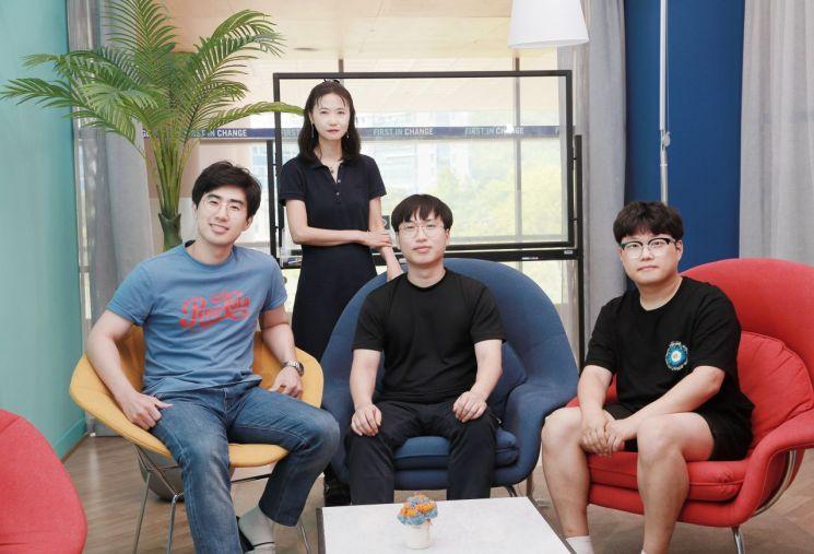 (좌측부터) 곽명준 연구원, 장지현 교수, 윤기용 연구원, 박주형 연구원.