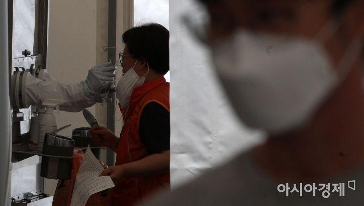 [포토] 코로나19 검사 받는 시민들