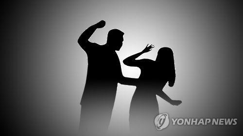 여성을 대상으로 한 범죄가 잇따라 발생하면서, 범죄에 대해 여성들이 느끼는 불안감도 커진 것으로 나타났다. / 사진=연합뉴스