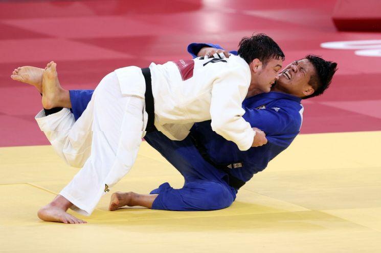 한국 남자 유도 100kg급 대표 조구함 선수(오른쪽). [이미지출처=연합뉴스]