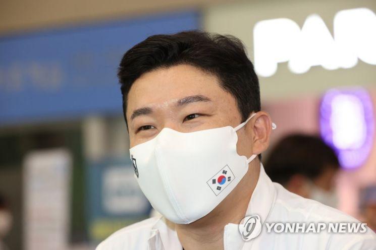 도쿄올림픽에 출전했던 진종오가 28일 오후 인천국제공항 제1터미널을 통해 귀국, 인터뷰를 하고 있다./사진=연합뉴스