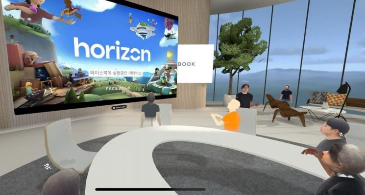 페이스북이 지난 6일 VR 플랫폼 '오큘러스 퀘스트'를 이용해 가상 공간에서 기자회견을 열었다. / 사진=연합뉴스