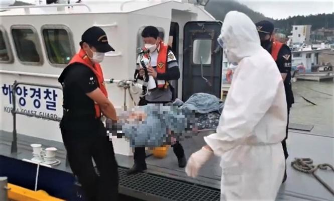 지난 30일 진도군 하조도에서 의식이 미약한 응급환자가 발생해 해경이 긴급 이송했다. (사진=목포해양경찰서 제공)