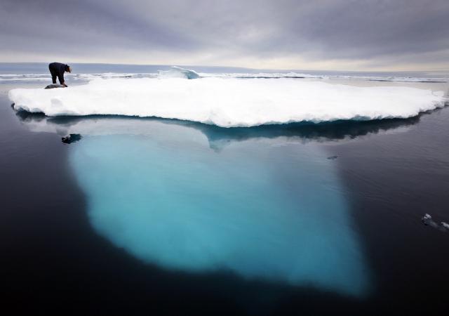 전 세계를 덮친 이상 고온에 지난 27일 하루 동안 그린란드에서 85억t 분량의 얼음이 녹아내렸다. [이미지출처=연합뉴스]