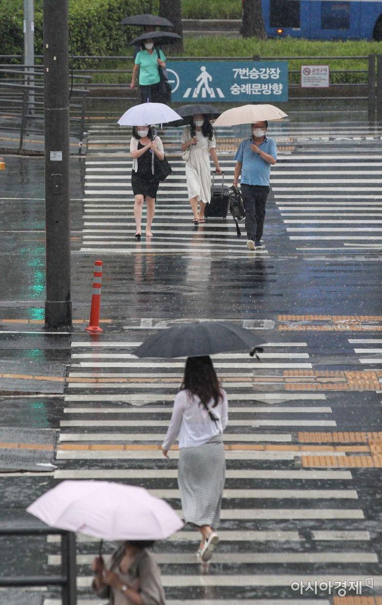 [포토]소나기 내리는 서울, '폭염 잠시 주춤'