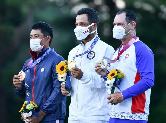 판정쭝과 잰더 쇼플리, 로리 사바티니(왼쪽부터) 등 도쿄올림픽 남자골프 메달리스트. 사진제공=국제골프연맹