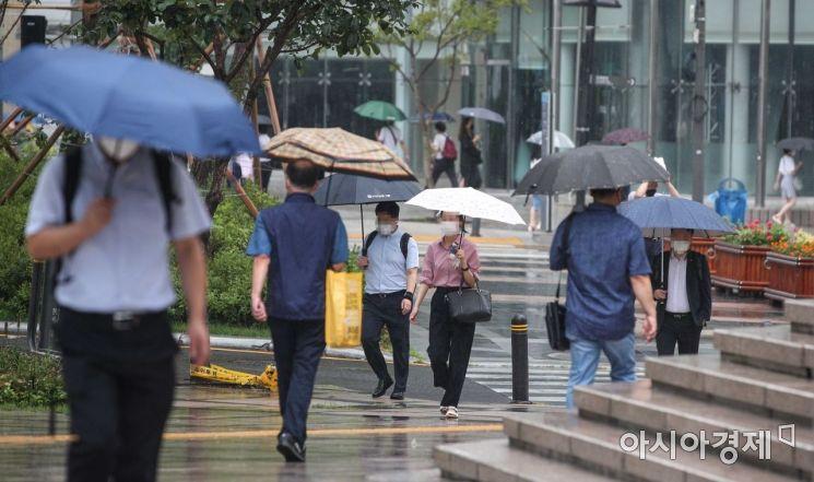 [포토]더위 식히는 비