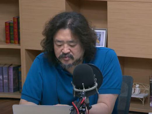 방송인 김어준. 사진=TBS '김어준의 뉴스공장' 유튜브 화면 캡처.