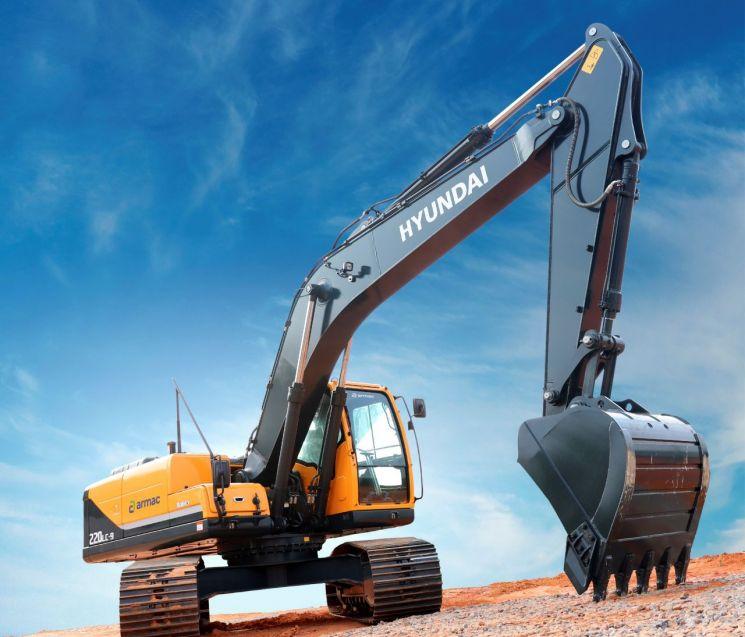 현대건설기계가 지난 7월 아르막에 인도한 22t급 굴착기.(사진제공=현대건설기계)