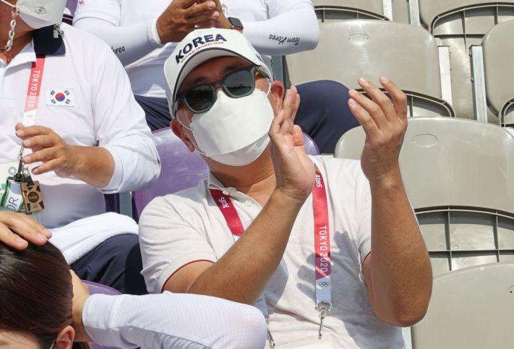 김우진 응원하는 정의선 회장. [이미지출처=연합뉴스]