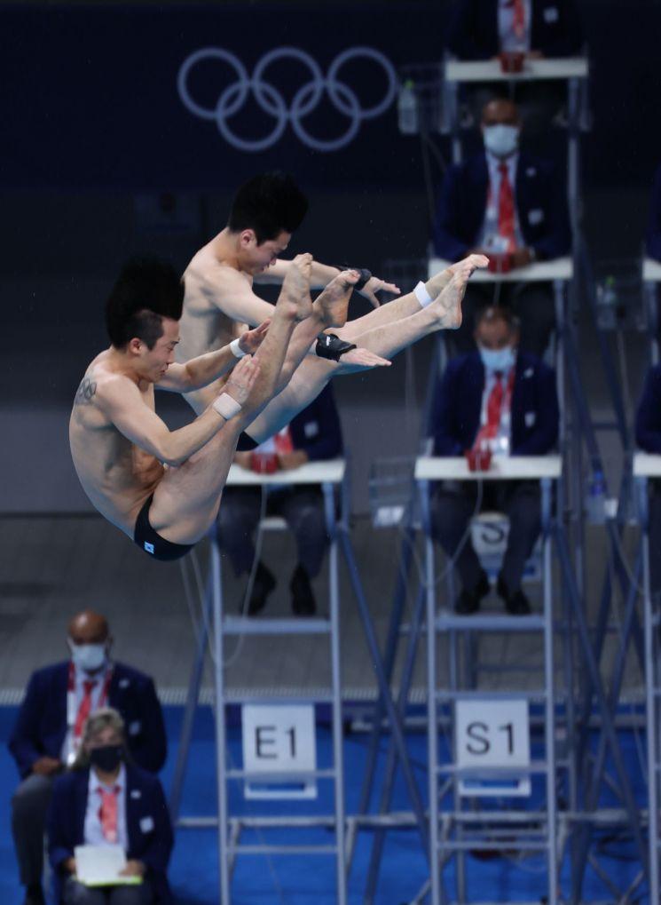 한국 다이빙 대표 우하람(왼쪽), 김영남 선수. [이미지출처=연합뉴스]