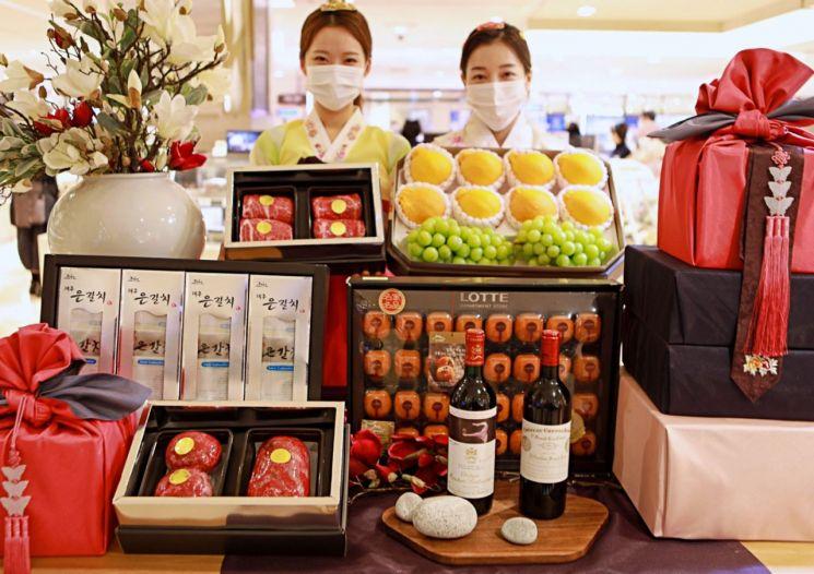 롯데백화점이 오는 6일부터 26일까지 전 점에서 추석 선물세트 사전 예약 판매를 실시한다.