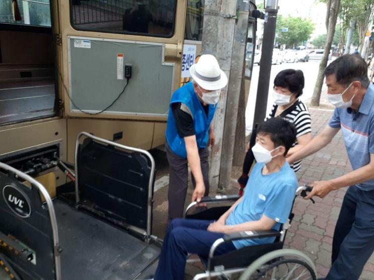 영등포구, 중증 장애인 백신 접종 셔틀버스 투입