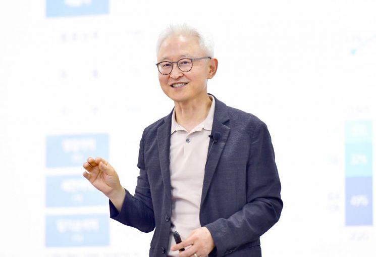경계현 삼성전기 사장이 지속가능경영에 대해 이야기하고 있다.(사진제공=삼성전기)