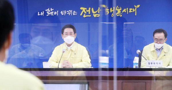 """김영록 전남지사 """"방역수칙 철저…하루빨리 거리두기 2단계 낮춰야"""""""