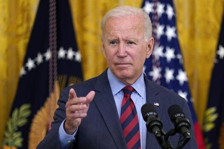 조 바이든 미국 대통령이 3일 앤드루 쿠오모 뉴욕 주지사가 사임해야 한다는 입장을 밝히고 있다. [이미지출처=AP연합뉴스]