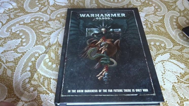 워해머 시리즈 게임 플레이를 위한 규칙들이 담긴 '룰북' / 사진=인터넷 커뮤니티 캡처