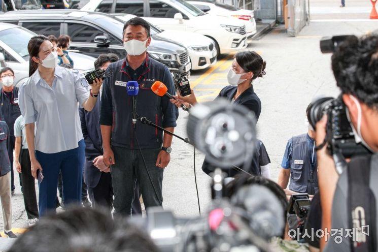 [포토]취재진 질문에 답하는 양경수 민주노총 위원장