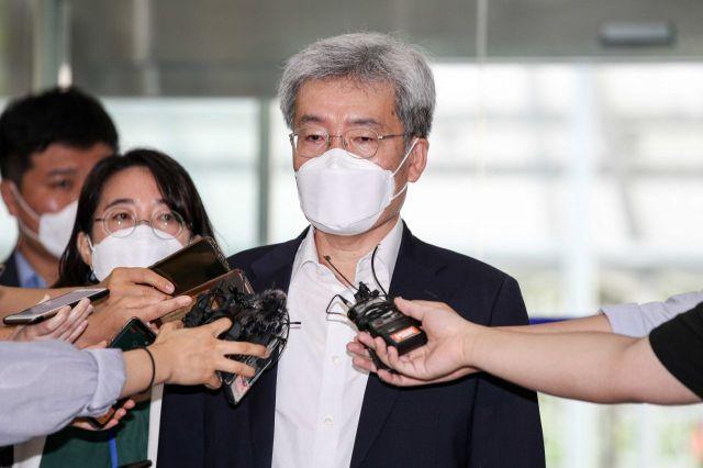 [포토]취재진 질문에 답하는 고승범 금융위원장 후보자