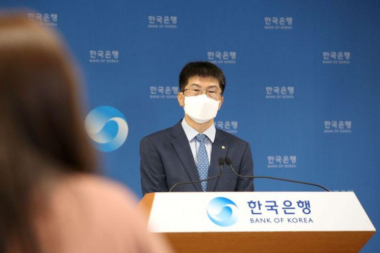 황상필 한국은행 경제통계국장이 6일 오전 서울 중구 한국은행에서 2021년 6월 국제수지(잠정)의 주요 특징을 설명하고 있다.