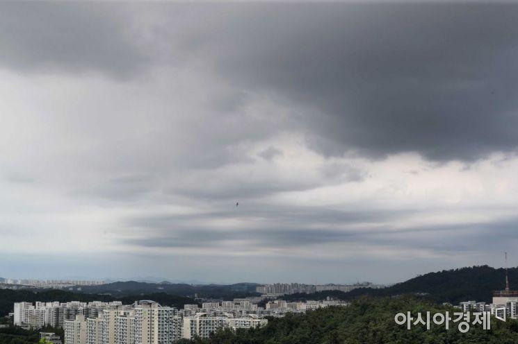 서울 마포구 하늘공원에서 바라본 하늘 /문호남 기자 munonam@