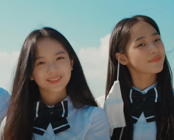 방탄소년단(BTS)의 신곡 'Permission to Dance' 뮤직비디오에 등장한 교복입은 여학생들.
