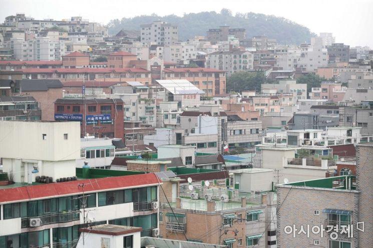 빌라 거래량이 늘고 있는 서울 양천구 한 건물에서 바라본 빌라촌 모습. /문호남 기자 munonam@
