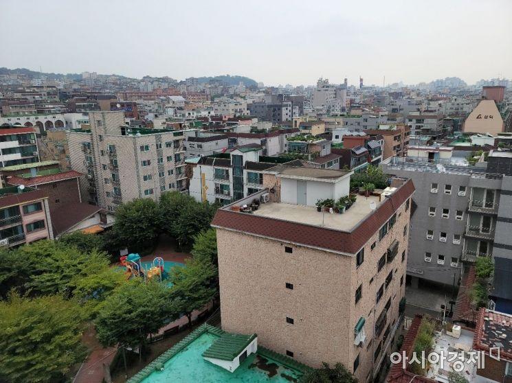 빌라 거래량이 늘고 있는 11일 서울 양천구 한 건물에서 바라본 빌라촌 모습. /문호남 기자 munonam@
