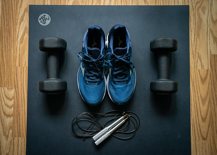 집에서 운동하기 위해서는 간단한 운동기구를 활용하는 것이 좋다. ⓒunsplash