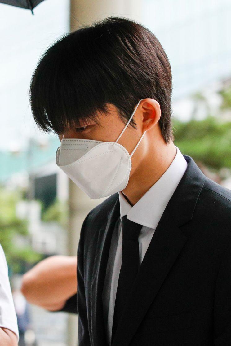 마약 투여 혐의로 기소되 1심에서 징역형의 집행유예형이 확정된 아이돌 그룹 '아이콘' 전 멤버 비아이 [이미지출처=연합뉴스]