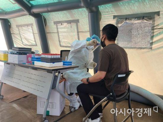 코로나19 신규확진 첫 3000명대…전국 3273명