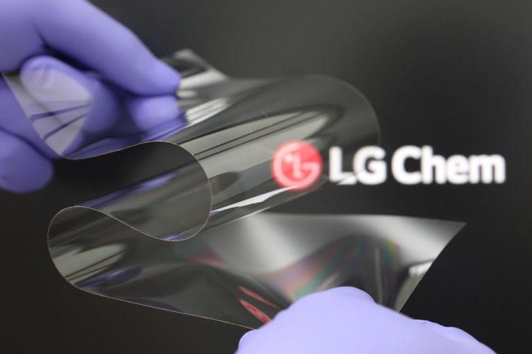 LG화학, '폴더블' 디스플레이 소재 사업 진출