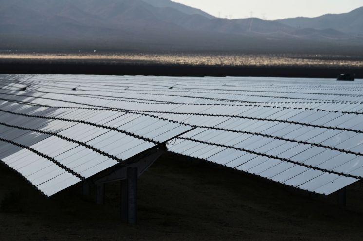 미국 캘리포니아 닙튼 인근에 설치된 태양광 패널<이미지출처:연합뉴스>