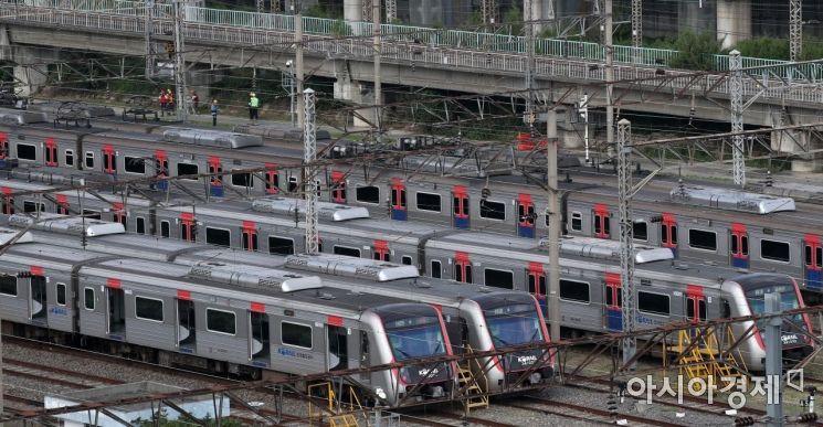 서울 구로구 한국철도공사 구로차량사업소에 열차가 정차해 있다. /김현민 기자 kimhyun81@